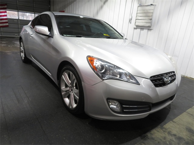 Pre-Owned 2010 Hyundai Genesis Coupe 3.8 Grand Touring